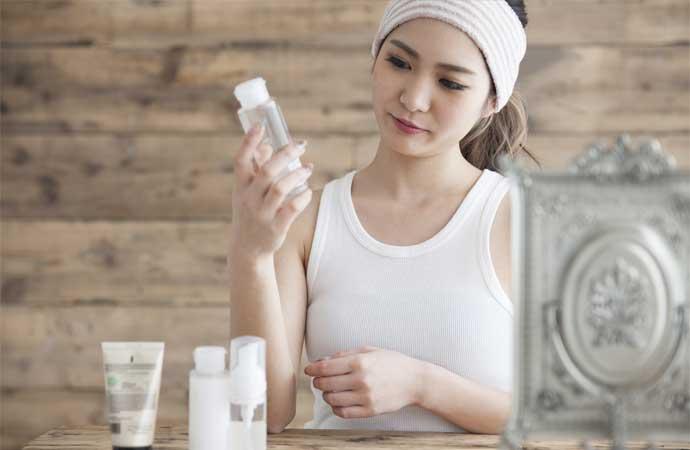 美白成分を配合した化粧品を使う