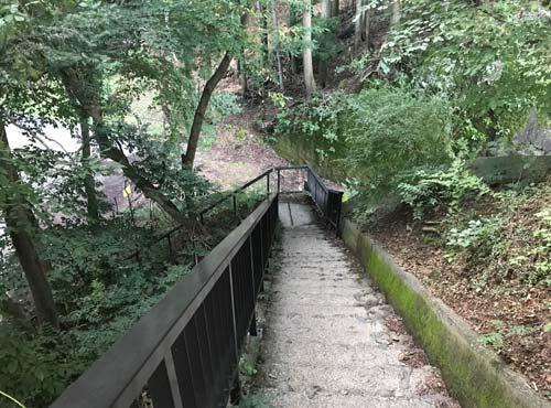 楯岩展望台までの階段