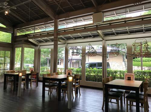 水辺のカフェテラス:店内