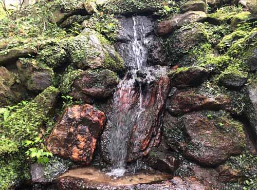 御岩神社:天然の山水