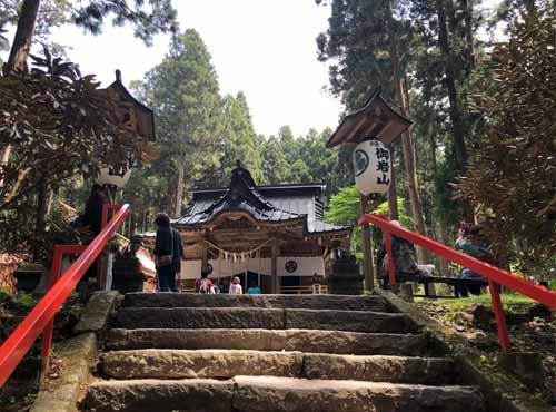 御岩神社参集殿までの階段