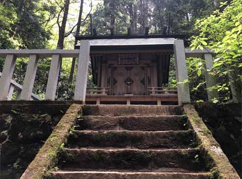 かびれ神宮までの階段