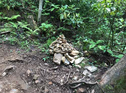 御岩神社:裏参道の石段