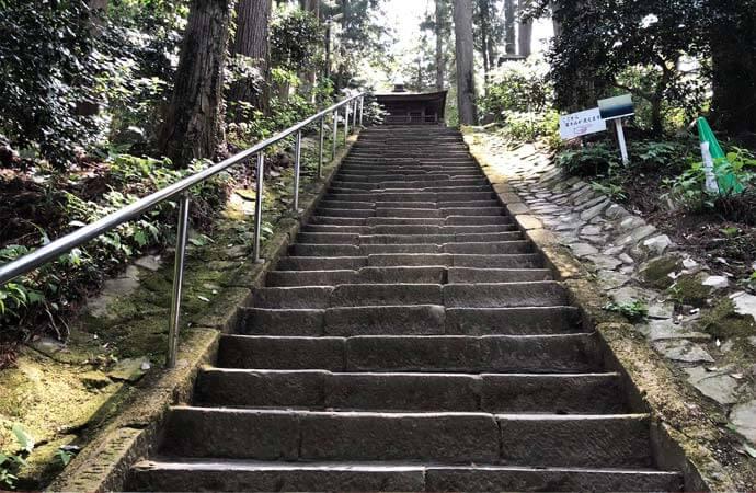 鷲子山上神社:ふくろうの階段