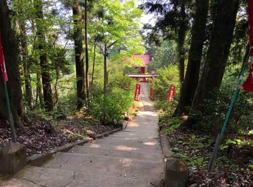 鷲子山上神社:奥山稲荷への階段