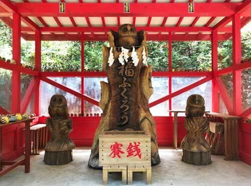 鷲子山上神社:木彫りフクロウ像